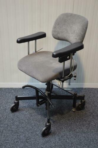 Trippelstoel electrisch GZG 495,-